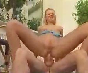 Blonde offers her backdoor
