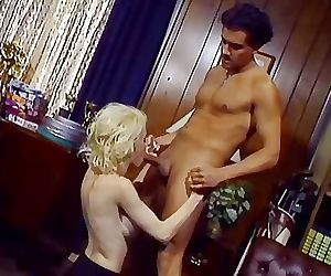 Experienced MILF Gives Great Blowjob