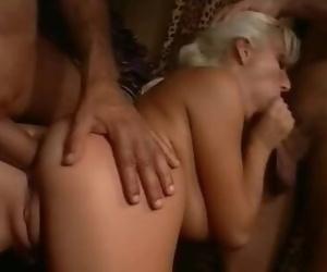 Elisabeth Swiss Threesome Scene: Affari in Famiglia