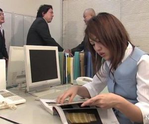 Japanese babe gets fucked in the office - 7 min HD