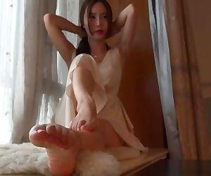 Chinese girl cute feet and slender legs