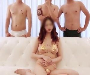 国产Twitter红人淫妻控『阿崩』最新流出美娇妻酒店4P全记录..