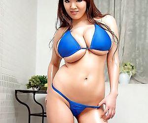 Bigger-chested japanese women hitomi tanaka posing in..