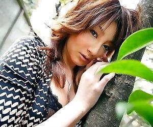 Japanese beauty reinaa mizuki showin ass and pussy - part..