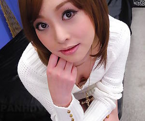 Asian teen cutie Miina Yoshihara shows extreme closeup of..
