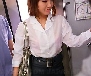 Sexy Asian traveler Mami Asakura joins mile high club in..