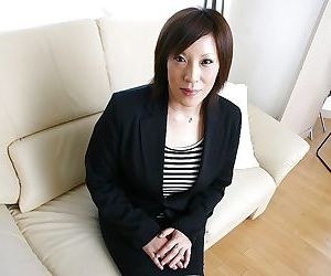 Asian MILF in pantyhose Kimiko Ogata stripping off her..