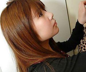 Shy teenage asian babe Mutsumi Kashiwagi uncovering her..