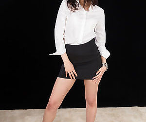 Japanese office worker with great legs hikes her miniskirt..