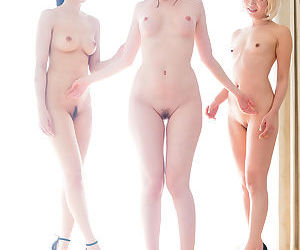 3 naked Japanese girls take turns French kissing each other