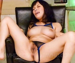 Kyouko maki asian gets vibrators inside and over her fish..