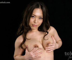 Naked Japanese chick drips cum from her mouth after a face..