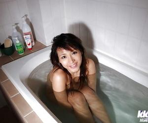 Stunning asian babe Amu Masaki exposing her sexy body in..