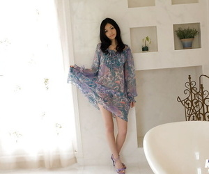 Ravishing asian coed Aino Kishi ucovering her graceful body