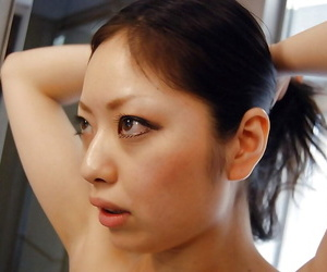 Asian hottie Hinako Muroya taking bath and exposing her..