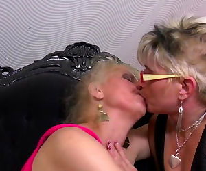 Mature pussy lickers fuck each..