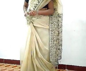 Desi village wife change saree..