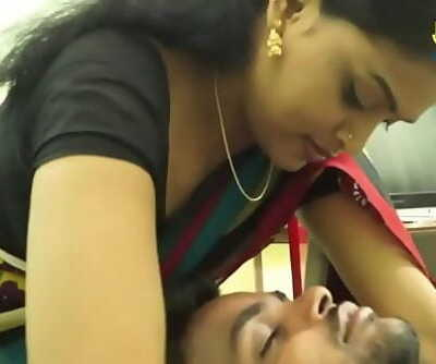 INDIAN HOUSEWIFE ROMANCE WITH SOFTWARE ENGINEER 4 min 720p