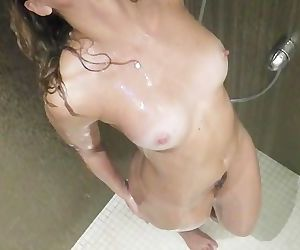 Amateur wife fucked to orgasm in the shower