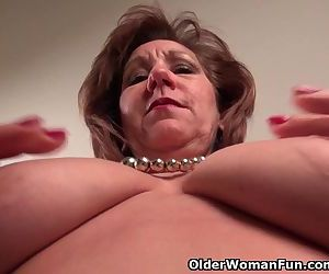 Pantyhosed mom unleashes her naughty side