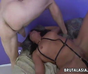Super hot slut gets fucked in her ass in a threesome