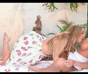 Sophia Knight and Daisy Lynn