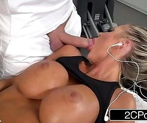 Hot Californian Housewife Courtney Taylor Fucks The Masseuse For Stress ReliefHD