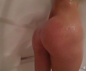 Elsa Jean In the showerHD