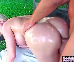 Big Ass Wet Oiled Girl Get Nailed Deep In Her Behind clip-04