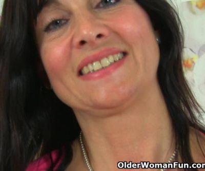 British milf Lelani plays with new sex toy