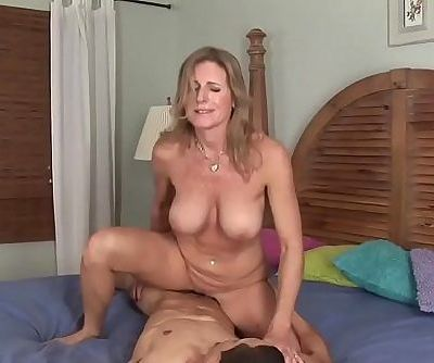 WANKZ- Cougar Jade Jamison Loves Her Warm FacialHD