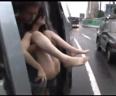 平沢理菜子-露出狂想曲之在车上被扒光,露逼给路过的司机看,被射一脸后满足入睡