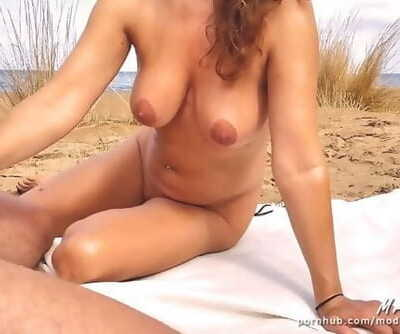 Exhibitionist Wife Fucks on Beach for Passers-by to see