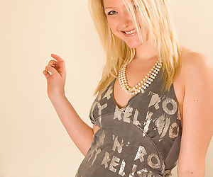 Amateur blonde teen Courtney..