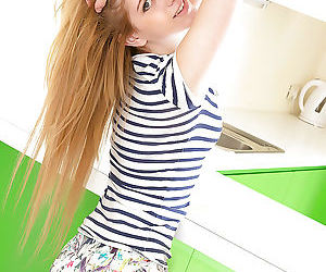 Blonde teen Markiza takes off..