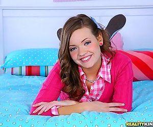Adorable teen girl Ashlynn Leigh..