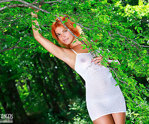 Redhead beauty Myza knows how to..