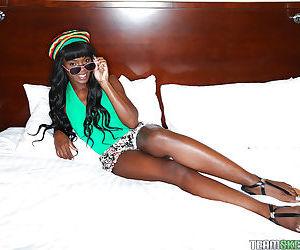 Black babe Ana Foxxx baring small..