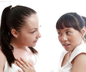 Teen dykes Jasmine and Mei tongue..