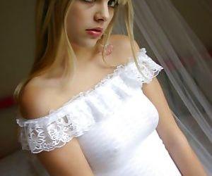 Blonde Jana Jordan takes her sexy..