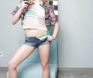 Blonde pornstar Allie Rae taking..