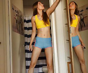 Skinny brunette amateur Maria..