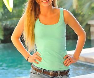 Bikini clad blonde bombshell in..