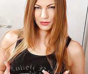 Busty brunette Bethsabe..