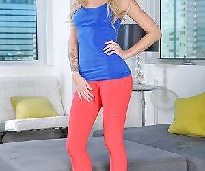 Blonde teener Jessa Rhodes slides..