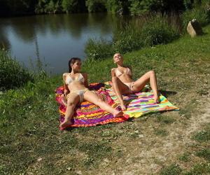 Teen lesbians Lola & Paula Shy..