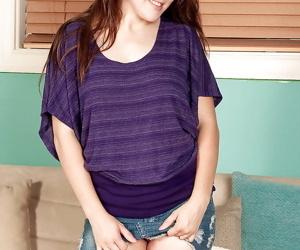 Amateur teen babe Allison Grey..