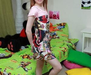 Cute redhead Ivy sports a..