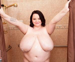Obese brunette Peyton Thomas..