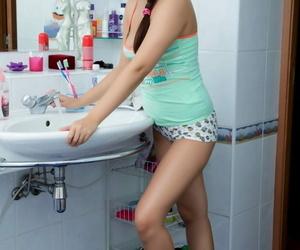 Russian teen oozes sperm from her..